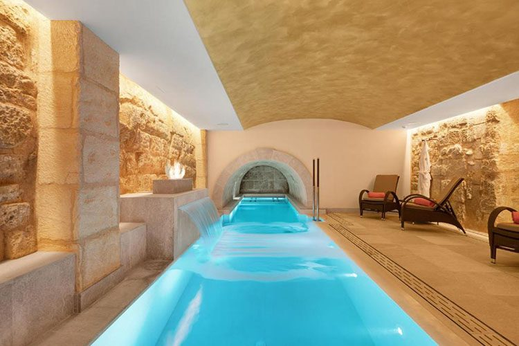 Hotel Glòria de Sant Jaume con tecnología tv Oculting integrada, wellness y spa